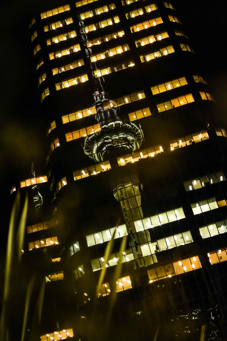 reflection_sky_tower_auckland