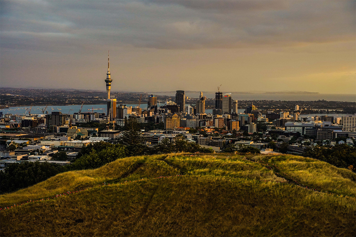 Mount_Eden_Sky_Tower_Auckland1
